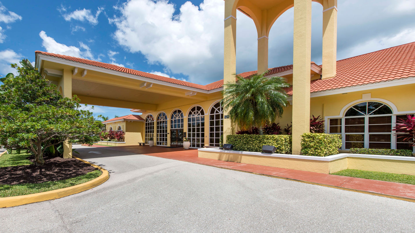 Hodges Funeral Home at Naples Memorial Gardens   Funeral