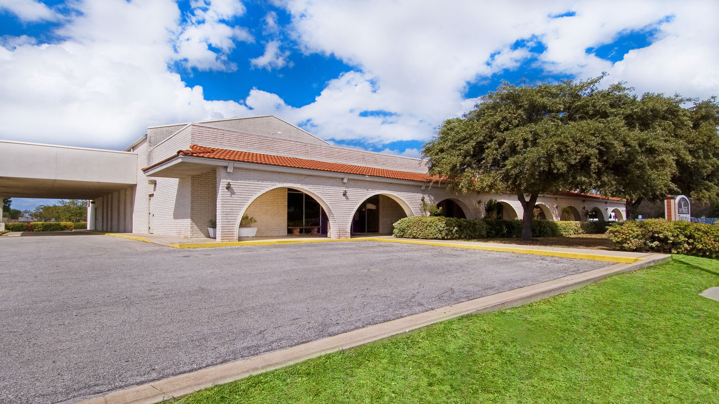 Front exterior at Funeraria Del Angel Trevino Funeral Home