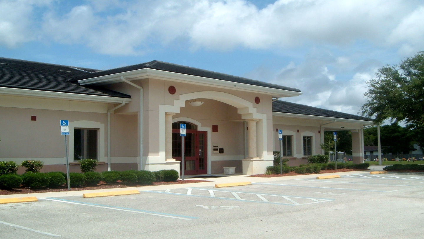 Front exterior of Hardage-Giddens Chapel Hills Funeral Home.