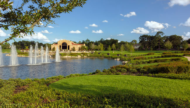 Water Feature at Reflection Lake Estates at Memorial Oaks