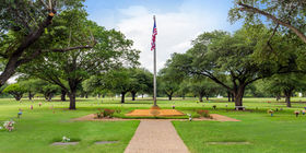 Veterans Section at Laurel Land Memorial Park - Dallas